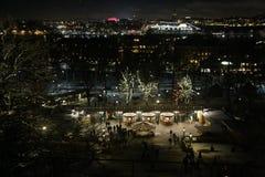 Sztokholm przy nocą widzieć od Skansenowskiego wejście skansen noc Stockholm Karta zdjęcia stock
