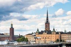 SZTOKHOLM SZWECJA, LIPIEC, - 14, 2017: Widok nad wyspą, kościół i urzędem miasta Riddarholmen, Dziejowy centrum Sztokholm, Szwecj Obrazy Royalty Free