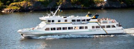 SZTOKHOLM SZWECJA, MAJ, - 15, 2012: Vaxo turystyczny statek wewnątrz nawadnia Saltsjon zatoka w Sztokholm Obraz Stock