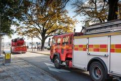 SZTOKHOLM SZWECJA, PAŹDZIERNIK, - 26: samochód strażacki iść ogień wokoło miasta SZWECJA, PAŹDZIERNIK, - 26 2016 Obraz Stock