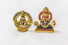 Sztuczna kamienna cyzelowanie sztuki praca władyki venkateshwara idol w białym tle Makro- z niezwykle płytką głębią pole Obrazy Royalty Free