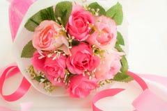 sztuczne bukieta menchii róże Zdjęcie Stock