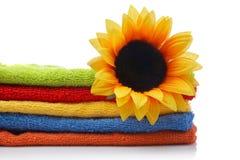 sztuczne kwiaty ręczniki fotografia stock