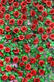 Sztuczne róże na drucianej siatce Zdjęcie Stock