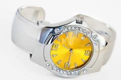 sztuczne zegarka brylanta nadgarstek Fotografia Royalty Free