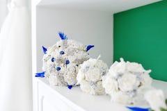 Sztucznego kwiatu ślubny bukiet dla panny młodej i drużki Zdjęcia Royalty Free