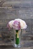 Sztucznego kwiatu bukiet w wazie Zdjęcia Stock