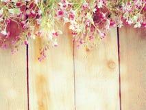 Sztucznego kwiatu gałąź na drewnianym tle robić z retro filtrowym kolorem Obrazy Royalty Free