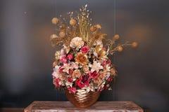Sztucznego kwiatu przygotowania złocisty kolor Zdjęcia Royalty Free