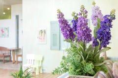 Sztucznego kwiatu rośliny garnek Zdjęcia Royalty Free