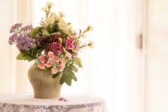 sztucznego kwiatu waza Fotografia Stock