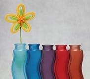 sztucznego kwiatu waza Zdjęcie Stock