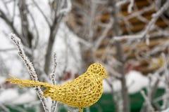 Sztucznej dekoraci Złoty ptak Fotografia Royalty Free