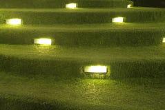 Sztucznej trawy schodowa dekoracja z oświetleniem Obrazy Stock