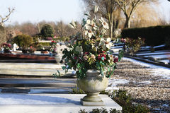 Sztuczni kwiaty na grób fotografia royalty free