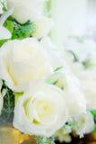 Sztuczni kwiaty W świeżego kwiatu dekoracjach zdjęcia royalty free