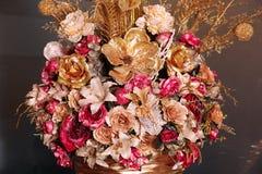 Sztuczny bukiet kwiatu złocisty kolor Fotografia Stock