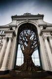 Sztuczny drzewo w łuku Fotografia Royalty Free