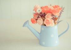 Sztuczny kwiat na rocznika stylu tle Fotografia Stock