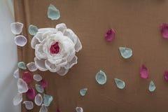 Sztuczny piękny kolorowy okwitnięcie wzrastał kwiatu bukiet Zdjęcia Stock