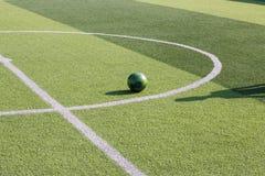 Sztuczny trawy boisko piłkarskie obrazy stock