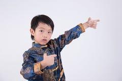 sztuk chłopiec fu ilustracyjnego kimonowego kung wojenny nastolatka szkolenia wektor Zdjęcia Stock