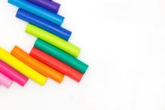 Sztuk wieloskładnikowi colours bawić się glinę na białym backgroundRainbow colours gliniany na białym tle bawić się dziecka bawić Fotografia Stock