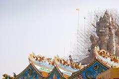 Sztuka na dachowej i wielkiej statui Fotografia Stock