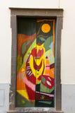 Sztuka otwarte drzwi w ulicie Santa Maria Projekt który celuje ` otwarty ` miasto artystyczny i imprezy kulturalne Funcha Fotografia Royalty Free