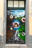 Sztuka otwarte drzwi w ulicie Santa Maria Projekt który celuje ` otwarty ` miasto artystyczny i imprezy kulturalne Funcha Obraz Stock