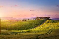 Sztuka piękny zmierzch w Tuscany; Włochy krajobraz obrazy stock