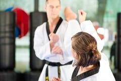 Sztuka Samoobrony sporta szkolenie w gym Obrazy Royalty Free