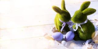 Sztuka Szczęśliwy Wielkanocny dzień; rodzinny Wielkanocny królik i Wielkanocni jajka zdjęcia stock