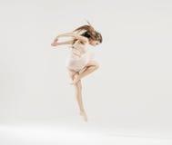 Sztuka taniec wykonujący baletniczym tancerzem Obrazy Stock
