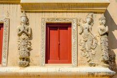 Sztukateryjny anioł na świątyni ścianie Wat Phra Singh zdjęcie stock