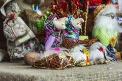 sztuki ceramika ludu miotacz Pamiątkarscy rzemiosła baśniowi charaktery Obrazy Stock