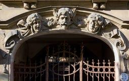Sztuki Nouveau rzeźba na fasadzie pałac w Ryskim Zdjęcia Royalty Free