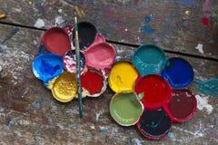 Sztuki paleta i szczotkarski paiting Zdjęcia Stock