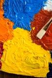 Sztuki pojęcie z szczotkarską i nafcianą farbą zdjęcia royalty free