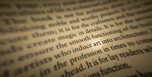 sztuki słowo podkreślający i skupiający się w starej książce zdjęcia stock