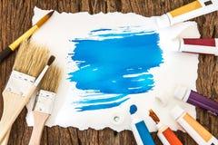 Sztuki szczotkarska i błękitna akwarela malował z białego papieru sztuką na w Obrazy Stock