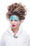 sztuki twarzy moda uzupełniająca Zakończenie portret odizolowywający na białym tle piękna młoda kobieta Obrazy Stock