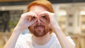 Szukać Śmiesznego rudzielec brody mężczyzna, Handmade EyeWears obrazy stock