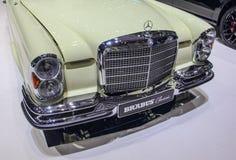 Szwajcaria; Genewa; Marzec 8, 2018; Przód Mercedes-Benz 280 S Zdjęcie Stock