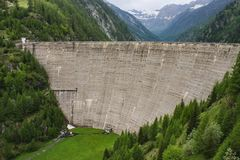 Szwajcaria jezioro sambuco tama Vallemaggia Ticino zdjęcie stock