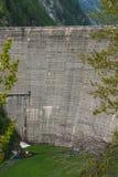 Szwajcaria jezioro sambuco tama Vallemaggia Ticino zdjęcia stock