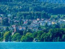 Szwajcaria, Lauterbrunnen, SCENICZNY widok rzeka WŚRÓD drzew zdjęcia royalty free