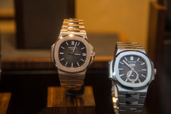 Szwajcarscy robić luksusowi zegarki sklepowy Patka Philippe obraz stock