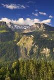 Szwajcarska góra z niebieskim niebem Zdjęcia Royalty Free