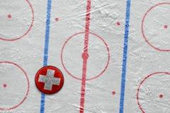 Szwajcarski hokejowy krążek hokojowy na miejscu Obraz Royalty Free